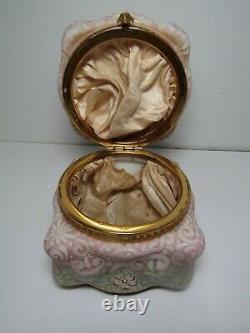 Monroe Wavecrest Billow Ware 5 Hinged Jewelry Box Pastel Pink & Green withEnamel